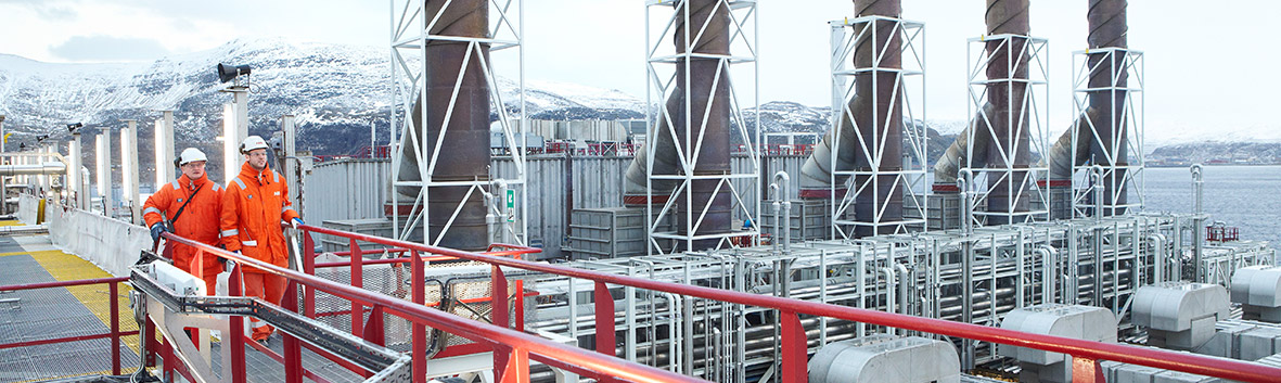 ABB engineer in a water purification plant (photo)