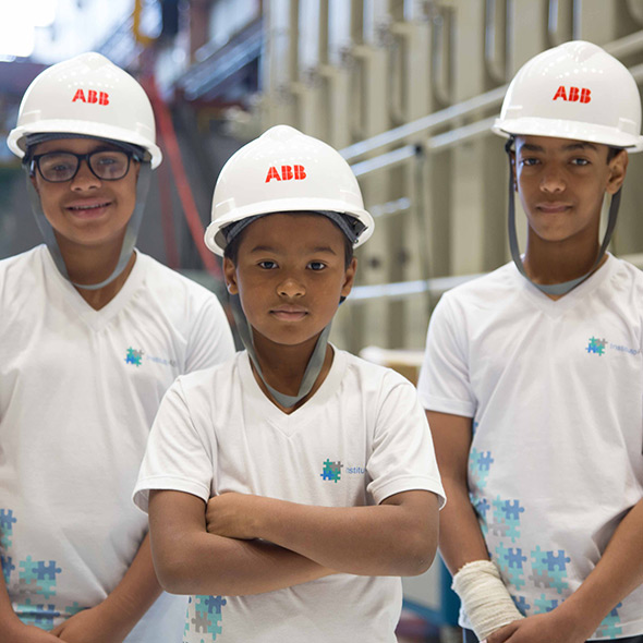 Kids with ABB helmets (photo)